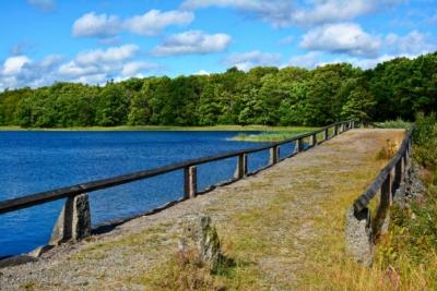 Alte Straße am Ivesjö See in Bromölla, Schweden