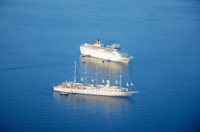 Kreuzfahrtschiffe - Fira